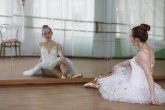 Pratica graziosa del ballerino di balletto della ragazza Immagini Stock Libere da Diritti