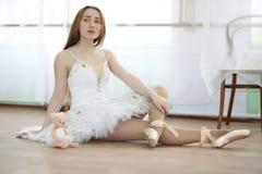 Pratica graziosa del ballerino di balletto della ragazza Fotografia Stock