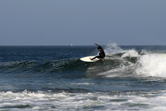 Praticando il surfing in Abreojos, Baja, Messico Fotografia Stock
