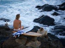 Praticando il surfing al okipa noioso del ` Fotografie Stock Libere da Diritti