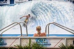 Praticando il surfing in dell'interno Immagine Stock Libera da Diritti
