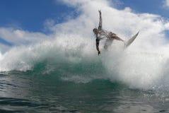Praticando il surfing fuori dall'orlo Fotografia Stock Libera da Diritti