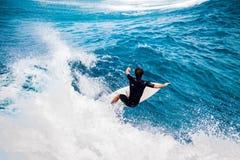 Praticando il surfing in Hawai Immagine Stock Libera da Diritti