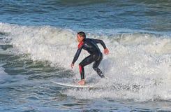 Praticando il surfing a Sebastian Inlet In Florida Fotografie Stock