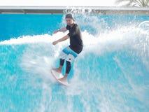 Praticando il surfing sull'arena della spuma Immagine Stock Libera da Diritti