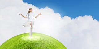 Praticar da ioga Fotografia de Stock