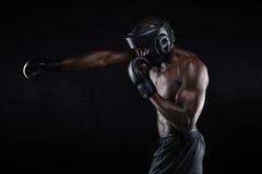 Praticar masculino novo resistente do pugilista Foto de Stock