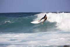 Praticare il surfing Immagine Stock Libera da Diritti