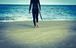Praticare il surfing d'annata Fotografia Stock Libera da Diritti