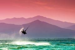 Praticare il surfing del cervo volante Immagini Stock