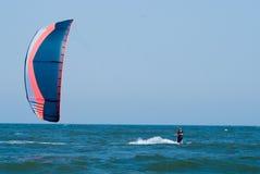Praticare il surfing del cervo volante Fotografia Stock Libera da Diritti