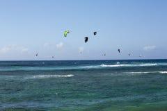 Praticare il surfing dell'aquilone Fotografie Stock Libere da Diritti