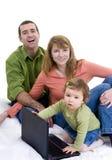 Praticare il surfing della famiglia Immagine Stock