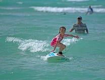 Praticare il surfing della ragazza Immagine Stock Libera da Diritti