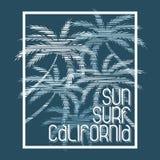Praticare il surfing di California Progettazione di modo della maglietta Fotografia Stock Libera da Diritti