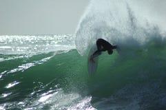 Praticare il surfing di divertimento Fotografia Stock