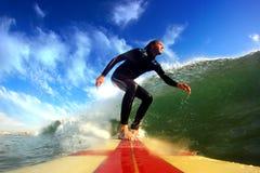 Praticare il surfing di Longboard Fotografie Stock Libere da Diritti
