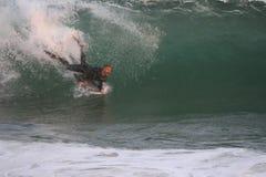 Praticare il surfing il cuneo Fotografie Stock