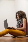 Praticare il surfing il Internet Immagini Stock Libere da Diritti