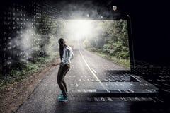Praticare il surfing il Internet immagine stock