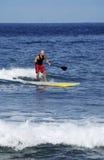 Praticare il surfing Pacifico Fotografia Stock Libera da Diritti