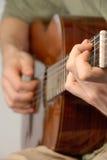 Pratique en matière classique de guitare Photographie stock libre de droits