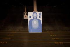 Pratique en matière de cible à la chaîne d'arme à feu Image stock