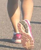 Pratique en matière de femme de sports de marathoniens Photographie stock