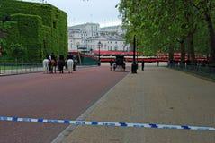 Pratique en matière de l'anniversaire de la Reine sur le défilé de dispositifs protecteurs de cheval photographie stock libre de droits