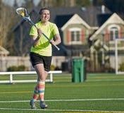 Pratique en matière de Lacrosse des filles HS photographie stock libre de droits