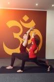 Pratique en matière de yoga de mère et d'enfant Photographie stock