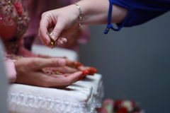 Pratique en matière malaise traditionnelle de mariage Images stock