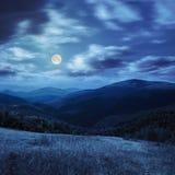 Prato in alte montagne alla notte Immagine Stock Libera da Diritti