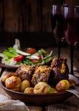 Prato caseiro com batatas e a vitela cozidas Fotografia de Stock Royalty Free