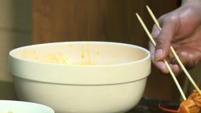 Prato chinês com caranguejo video estoque