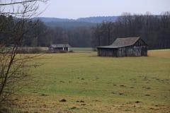 Prato con il granaio in Goeggelsbuch vicino a Hilpoltstein, Baviera, Germania Immagine Stock