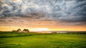 Prato costiero della spiaggia al tramonto Immagine Stock Libera da Diritti