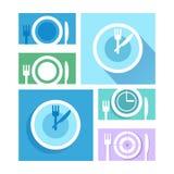 Prato da placa com forquilhas e ícones das facas Transversalmente symbo da cutelaria Foto de Stock