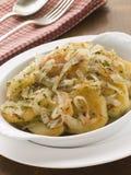 Prato de batatas Lyonnaise Foto de Stock