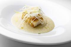 Prato de peixes, bacalhau roasted com  e do pureÌ do aipo de Verona Imagens de Stock