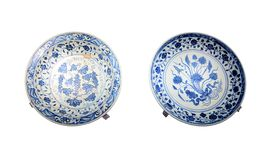 Prato de porcelana azul-e-branco antigo dos lombos fotografia de stock royalty free