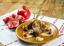 Prato de reforços da carne de carneiro, cogumelos, romã Fotografia de Stock