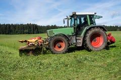 Prato di falciatura del trattore Fotografia Stock