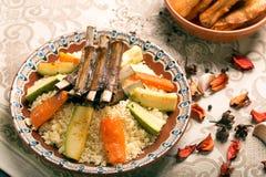 Prato do cuscuz com cordeiro grelhado Fotografia de Stock Royalty Free