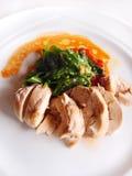 Prato do peito de frango & dos espinafres Fotos de Stock Royalty Free