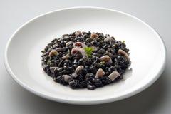 Prato do risoto com tinta do calamar Imagens de Stock
