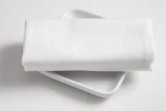 Prato e toalha de mesa imagem de stock