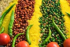 Prato indiano do vegetariano do close up com ervilhas e feijões imagens de stock royalty free