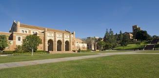 Prato inglese del campus universitario Immagine Stock Libera da Diritti