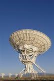 Prato muito grande do telescópio de rádio da disposição de VLA apontado acima fotografia de stock